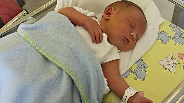 BARTOLOMĚJ OBR je nový přírůstek do rodiny Martiny a Lubomíra ze Svitav. Narodil se 19. července v 10.22 hodin. Vážil 3,35 kilogramu a měřil 49 centimetrů. Na brášku se těšila šestiletá Klárka.