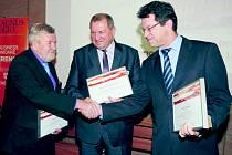 Ocenění při slavnostním vyhlášení převzal starosta Moravské Třebové Miloš Izák (uprostřed)