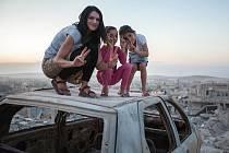 Nezávislá novinářka Markéta Kutilová projela s kolegyní válečnou zónu v syrském Kobání.