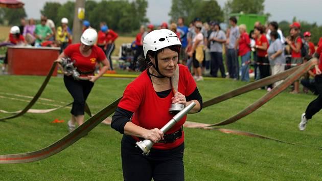 Okresní liga Svitavska v požárním útoku. Závod v Desné.