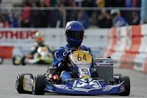 UŽ NE ORION, ale Praga Kart Racing. Martin Doubek bude závodit za nově vytvořený český tovární tým. Na prvních ostrých startech sezony ukázal, že bude patřit mezi nejlepší v kategorii KZ2