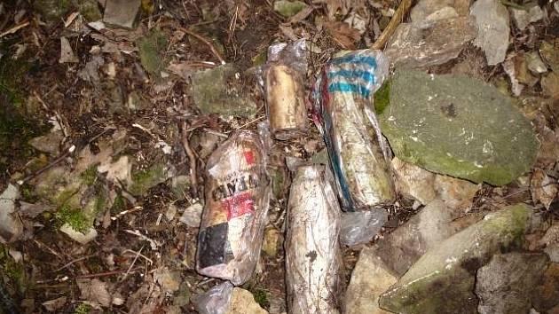 Nalezené hliníkové nádoby.