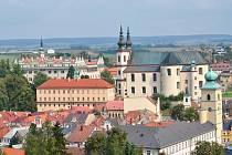 Pohled z věže Gymnázia Aloise Jiráska na zámek v Litomyšli.