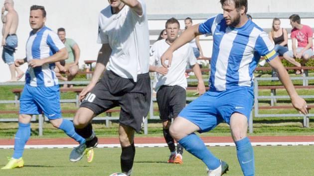 Svitavští fotbalisté neměli s okresními rivaly z Poličky výraznější problémy.