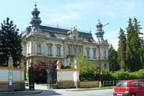 Omezení přístupu k vile Městského úřadu ve Svitavách.