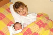 """ONDŘEJ PECHANEC. Klučina přišel na svět v litomyšlské porodnici 23. září v 19.10 hodin. Ondra vážil 3,55 kilogramu a měřil 51 centimetrů. Šťastní rodiče Věra """"Amálka"""" a Jan si prvorozeného syna odvezli domů do Budislavi."""