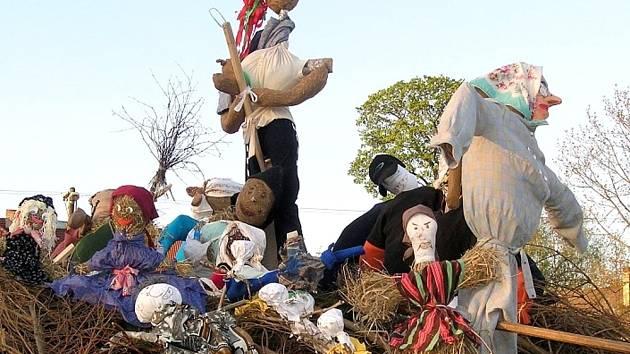 ČARODĚJNICE od dětí skončily v Pusté Kamenici na hranici a byly také podle tradice  upáleny.