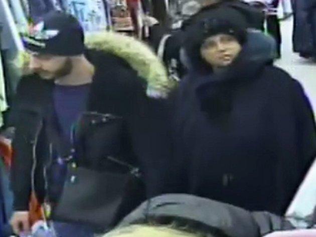 Policie prosí o pomoc při identifikaci neznámých podezřelých.