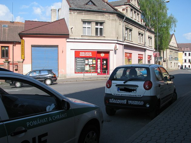 Vykradené papírnictví v Mařákově ulici.