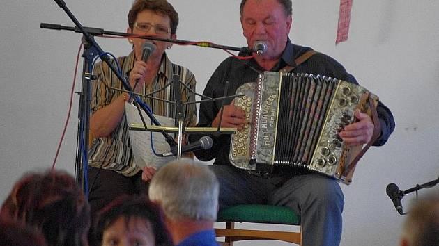 Harmonikáři zahráli v trpínském kulturním domě.