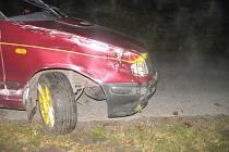 V neděli po dvaadvacáté hodině havarovala v obci Pohledy felicia, řidič z místa nehody utekl