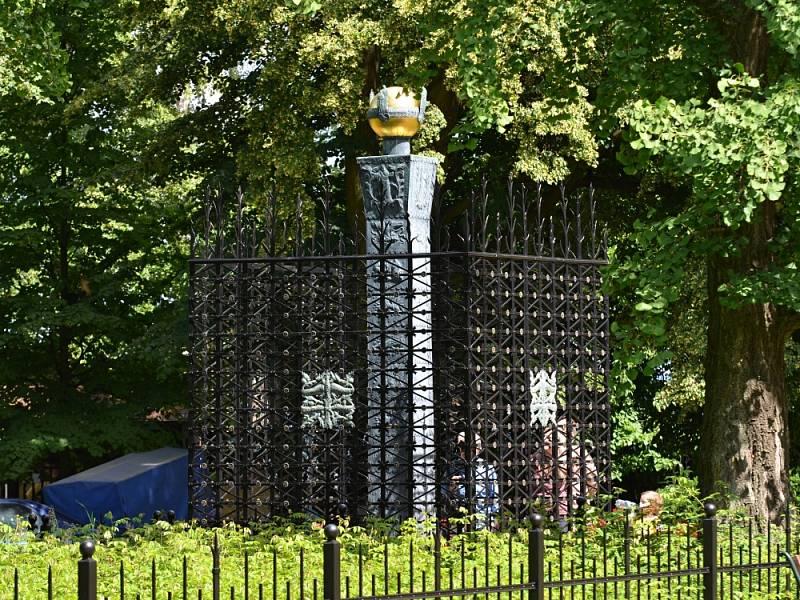 Růžový palouček. Asi šest kilometrů od Litomyšle se rozléhá památné místo ze Starých pověstí českých Aloise Jiráska.