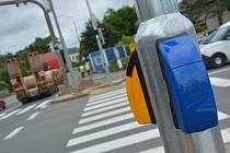 Světelná křižovatka na průtahu Litomyšlí je modernizovaná a rychle reaguje na hustotu provozu.