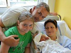 MATĚJ KŘÍŽ. Narodil se 22. května Janě a Radovanovi z Oldřiše. Měřil 47 centimetrů a vážil 2,35 kilogramu. Má sestřičku Karolínku.