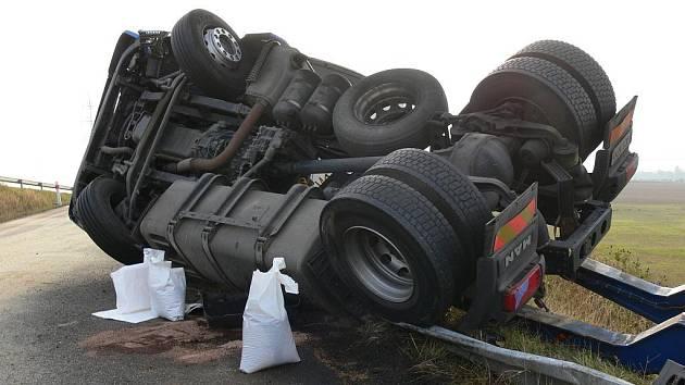 Převrácený kamion u Boršova.