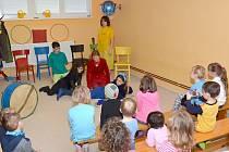 Děti měly k dispozici nejen veškeré hračky, ale mohly také popustit uzdu své kreativitě.