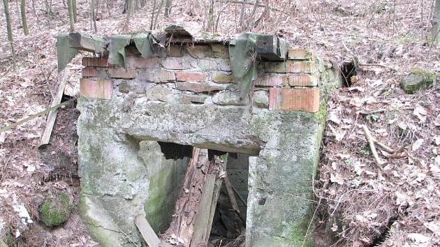 CO JE TO? Zděná budova u bývalého lomu souvisící s těžbou