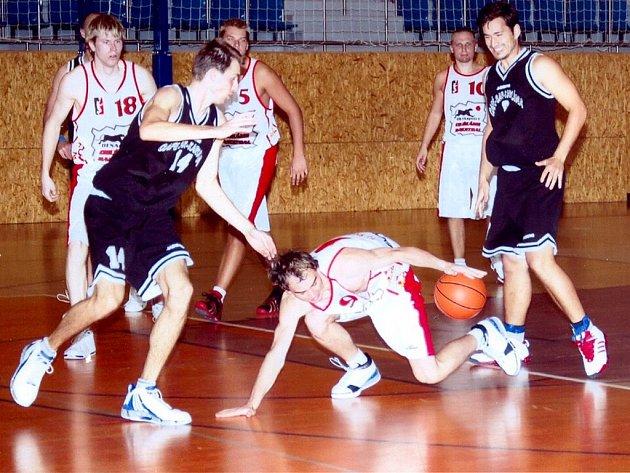 Zahajovací dvojzápas II. ligy můžů v basketbalu.