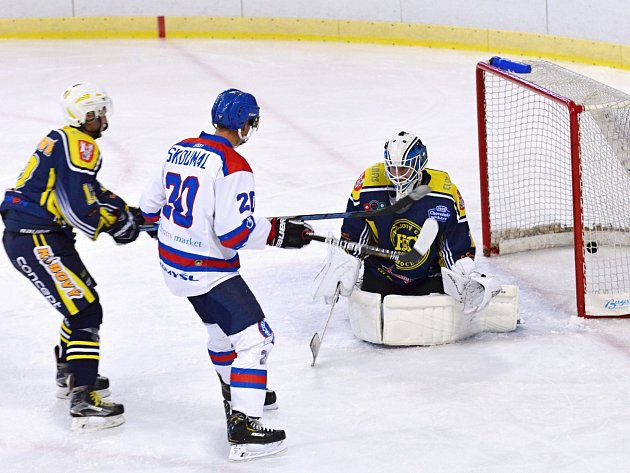 Krajská hokejová liga začala a od začátku přináší zajímavé události.