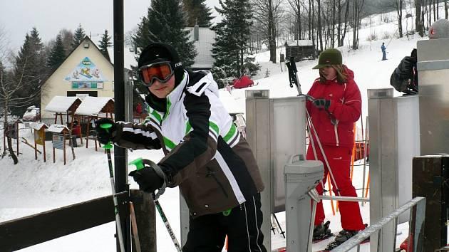 RADOVÁNKY NA HORÁCH. Žáci ze Základní školy Riegrova ve Svitavách strávili pěkný týden na horách. Učitelé ale museli vyřídit před tím velké množství povolení.