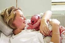 BONDING.  Nová metoda? Nikoliv. Znaly ji už naše babičky, jen tomu říkaly jinak. Česky řečeno, jedná se o přirozený kontakt dítěte s matkou bezprostředně po porodu.