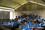 Osmá třída se svým učitelem Matějem (a Govindou, který musí být prostě všude).