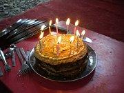 Palačinkový dort pro oslavenkyni.