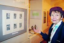 Sběratelka Jarmila Janků se své zálibě věnuje už pětatřicet let, její sbírka čítá více než stovku autorů