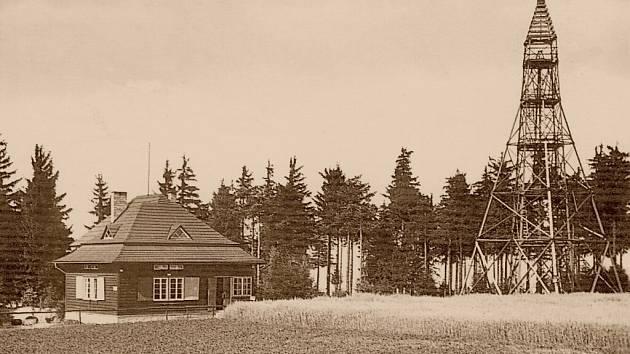 Původní rozhledna na Kozlovském kopci s chatou Maxe Svabinskeho z r. 1937
