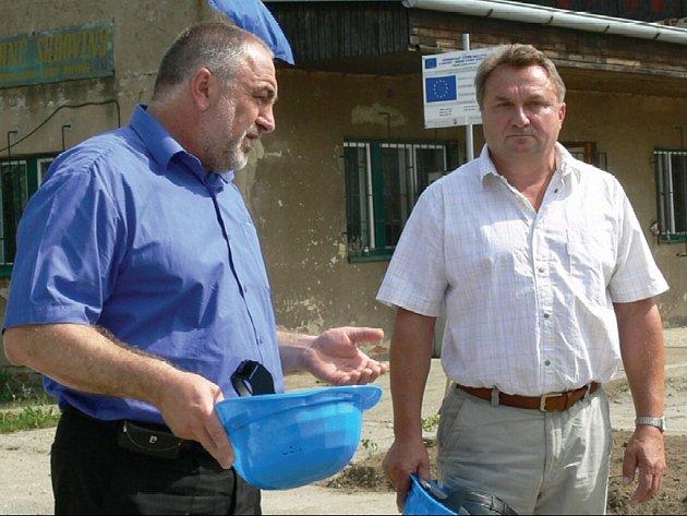 Ilustrační foto: PRVNÍ sběrné dvory se otevírají. Podle předsedy svazku Jaroslava Klodnera (vpravo) jde o unikátní projekt.