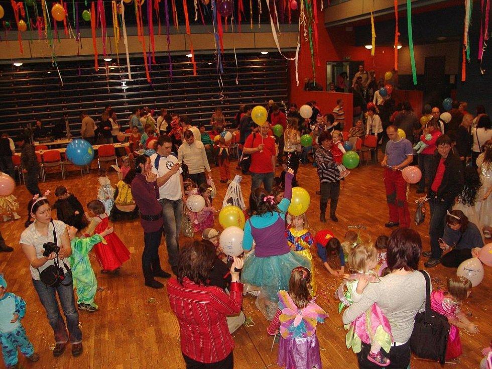 Dvě stovky dětí se vyřádily na karnevalu.