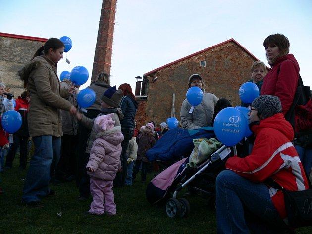 Balonky vzlétly k nebi také ve Svitavách.