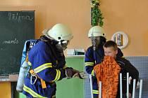 Cvičný požár zažili žáci na základní škole v Brněnci.