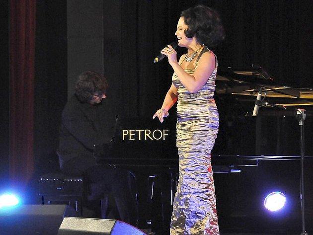 Lucie Bílá si pondělní koncert v Poličce užívala.