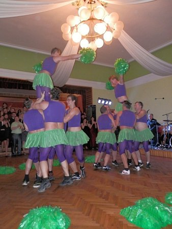 Sokolský ples vOsíku.