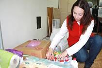 LIDÉ nosí do svitavské charity čistící i úklidové prostředky a další materiál. Přispět mohou ještě do středy.