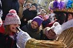 Maškary z Vortové u Hlinska ovládly v sobotu centrum Svitav. Masopust se ve městě uskutečnil již po sedmnácté. Nechyběla tradiční zabijačka, koblížky a jiné dobroty. Masopustní rej zakončilo tradiční porážení a vzkříšení kobyly.