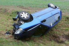 Policie pátrá po řidiči, který odjel od místa nehody.