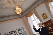 NÁHODA dopomohla tomu, že na hradě Svojanov mají nově empírové lustry z 19. století.
