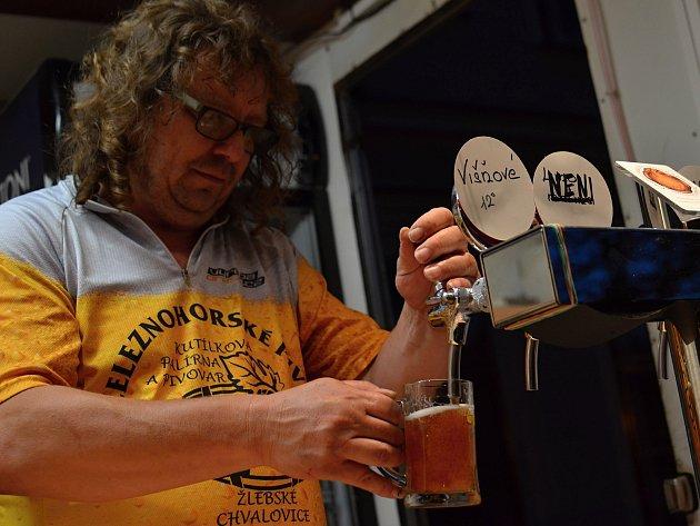 """STEJNĚ jako ve Žlebských Chvalovicích si budou muset na nápis """"NENÍ"""" pivaři zřejmě  zvyknout i jinde. V Pardubickém kraji se jim totiž letos daří nad míru dobře."""