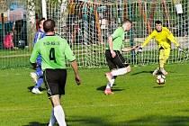 Po napínavém závěru si vítězství v sousedském derby připsali cerekvičtí fotbalisté.
