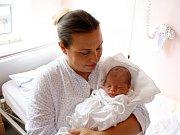 DOMINIK HANSGUT je druhým dítětem Adriany a Roberta z Moravské Třebové. Narodil se 6. srpna v 9.26 hodin, vážil 3930 gramů a měřil 52 centimetrů. Tatínek byl u porodu.