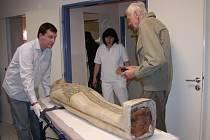 """Mumie princezny  byla před časem na  """"cétéčku"""". Výsledky využili odborníci k rekonstrukci lebky Egypťanky. V plánu je ale ještě i další výzkum."""