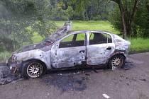 Ve Vranové Lhotě shořelo osobní auto