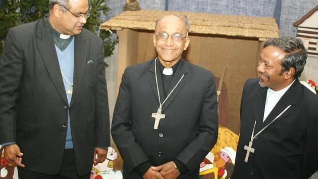 VZÁCNÁ NÁVŠTĚVA z Indie. Zleva biskup Derek Fernandes, Bernard Moras a Petr Machado.