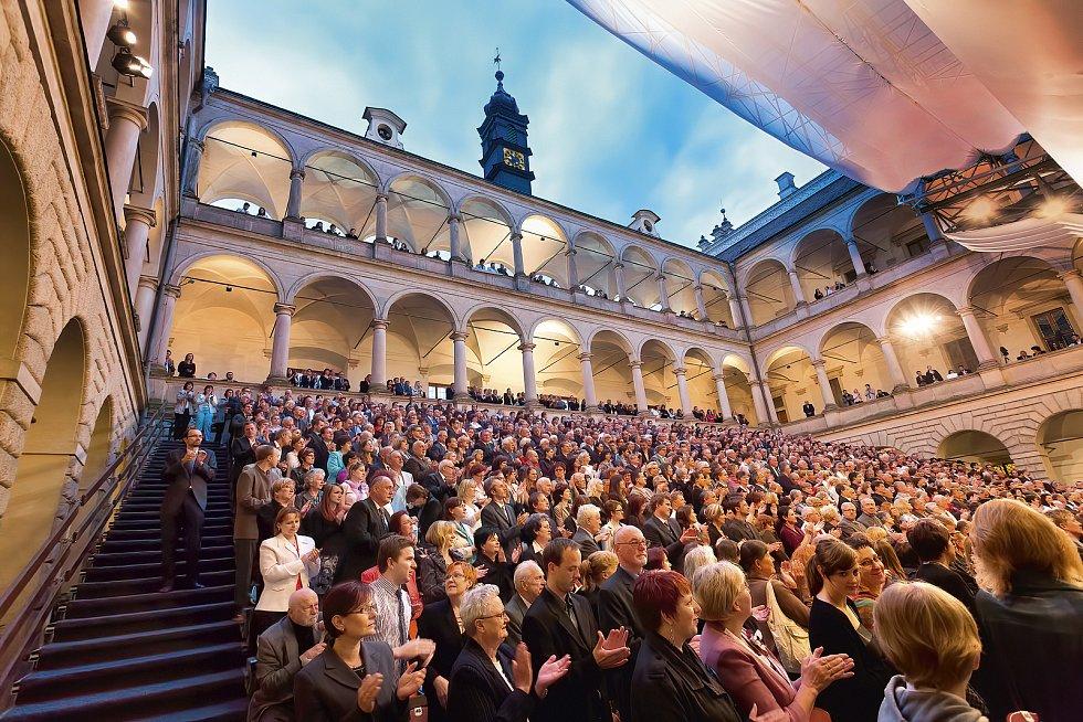 Pořadatelé Národního festivalu Smetanova Litomyšl zveřejnili program letošního ročníku. Na nádvoří zámku se vrací opery a velké koncerty.