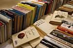 Od románů, beletrie, detektivek a dobrodružných knih pro děti po staré zákony. Vybírejte.