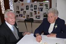 Marie a Jaroslav Dvořákovi ze Zrnětína  se poznali v roce 1947 a o rok později  se vzali. V sobotu s rodinou oslavili  diamantovou svatbu.