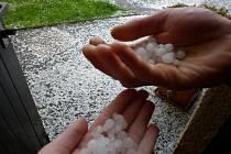 V sobotu odpoledne padaly v Jiříkově kroupy.