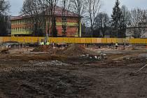 Stavba nové nemocnice pokračuje podle plánu